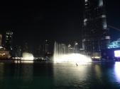 Show das fontes e no fundo o Burj Khalifa